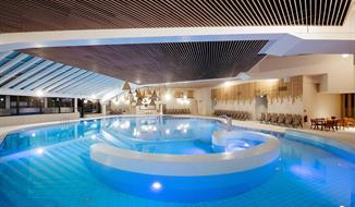 Moravské Toplice, zrenovovaný hotel Ajda s wellness s černou termální vodou a polopenzí