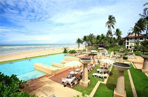 Hotel Apsara Beachfront Resort and Villa