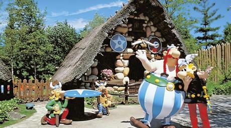 Paříž, Disneyland a Astérix park