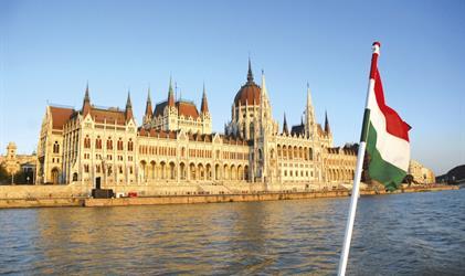 Perly Maďarska s koupáním v temálech