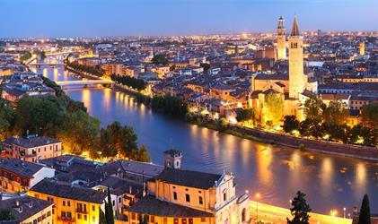 Lago di Garda a večerní Verona