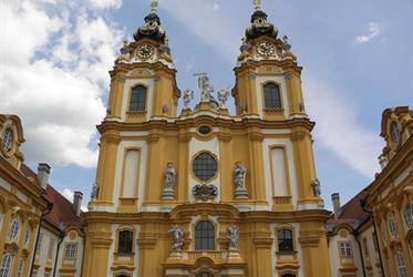 Zámky jižní Moravy a Rakousko
