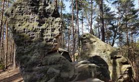 Hrad Kokořín, výlet v CHKO Kokořínsko na Pokličky a skalním městem do Mšena