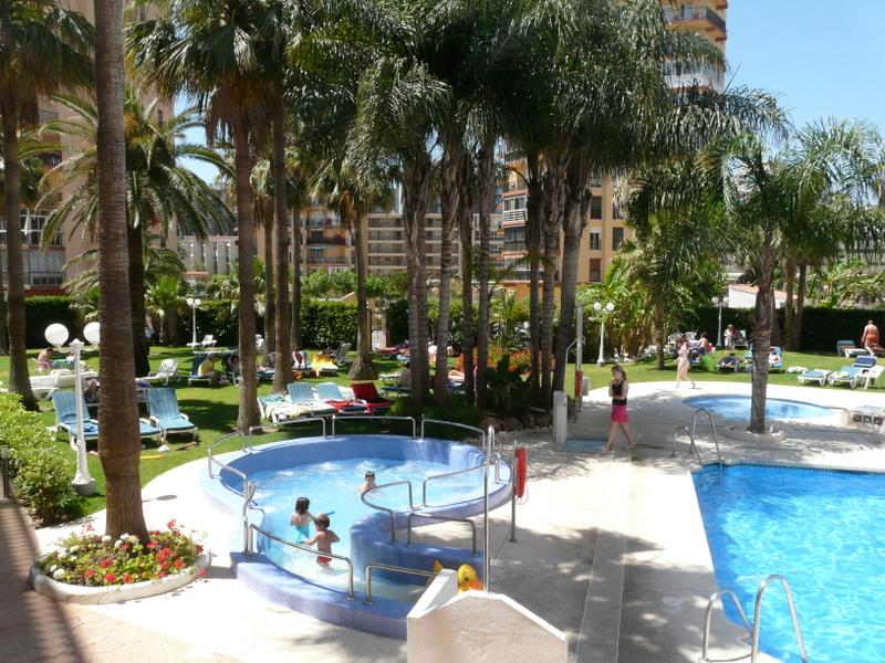 Hotel parasol garden torremolinos costa del sol for Hotel parasol garden