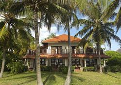 Hotel Breezes Beach Club & Spa