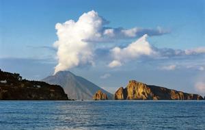Itálie, Sicílie - Liparské ostrovy - Ostrov Vulcano - bus