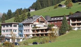 Pohodový týden v Alpách - Švýcarská dáma Jungfrau s kartou