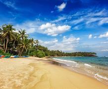 Pohoda na nejhezčí pláži Srí Lanky Trincomalee se skvosty UNESCO