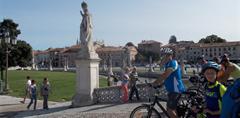 Benátské zahrady a moře