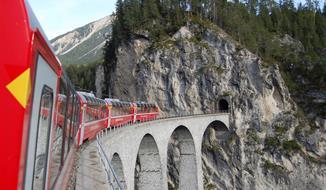 Nejkrásnější motivy Alp Arlberskou drahou a trasou Bernina a Glacier Expresu