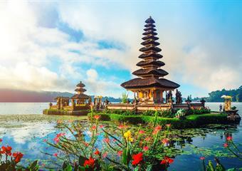 Poznávání a koupání na Bali