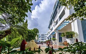 Andaman Seaview Hotel, Phuket - pláž Karon
