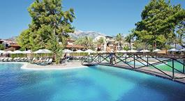 Hotel Crystal Aura Beach resort and Spa