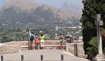 Mallorca s turistikou - nedotčená příroda a tradiční architektura