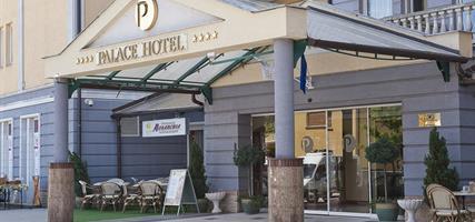 hotel Palace**** se vstupem do hevízského jezera