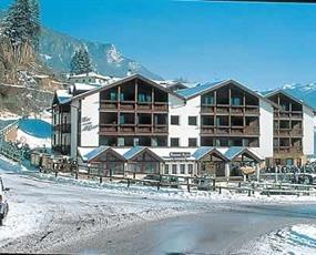 Aparthotel Des Alpes s bazénem PŘ– Cavales