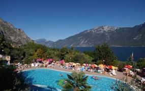 Camping Garda  s bazénem PIG– Limone sul Garda
