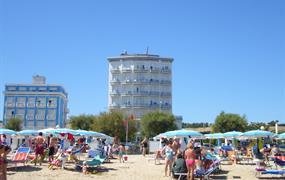 Hotel Gabbiano  s bazénem PIG– Senigallia