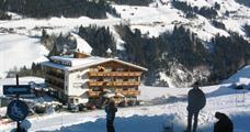 Alpen Wohlfühlhotel Dörflwirt s bazénem – Hainzenberg