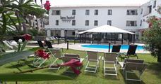 Hotel Francisco s bazénem IT – Baia Domizia