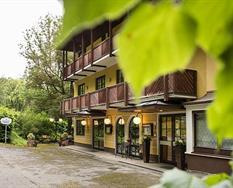 Parkhotel Zur Klause s bazénem – Bad Hall ****