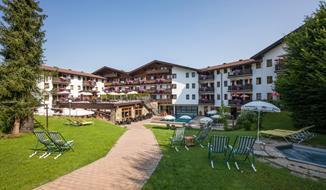 Hotel Kroneck s bazénem – Kirchberg in Tirol léto