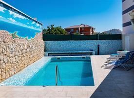 Dům Ivan s bazénem 3* NOV - Novalja