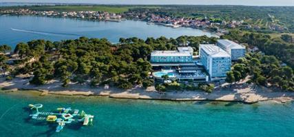 Hotel Pinija s bazénem E – Petrčane
