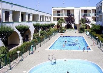Villaggio Lia s bazénem AG– Bibione Spiaggia