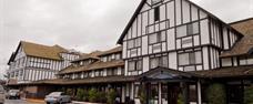 Abercorn Inn, airport