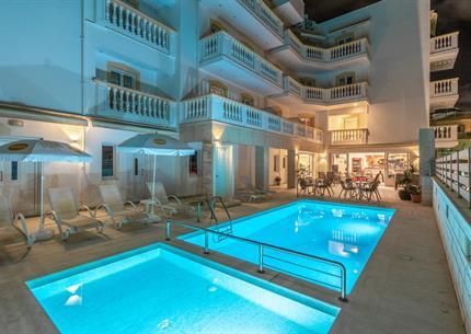 Aparthotel IRINI